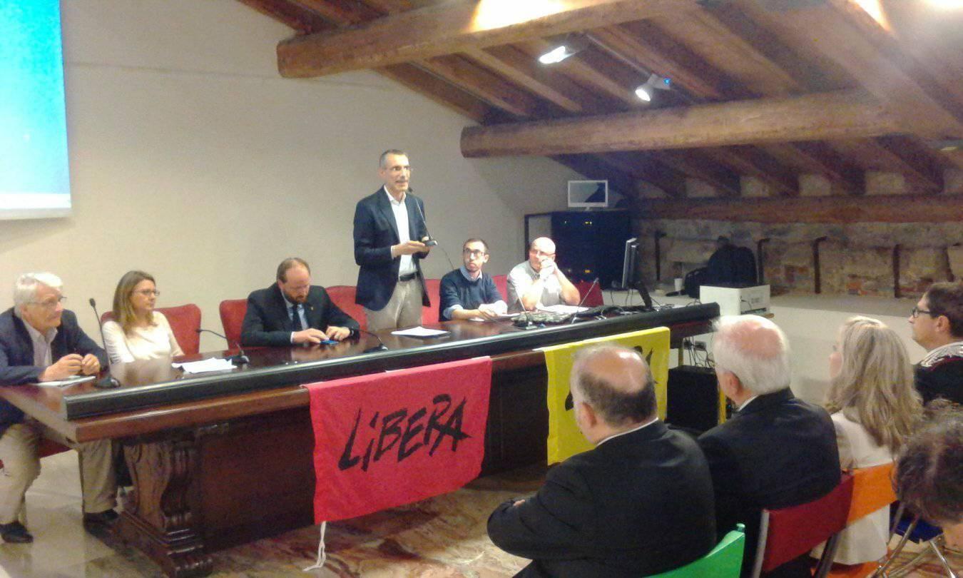 """Dossier 2016 """"Mafie e criminalità organizzata in bergamasca"""""""